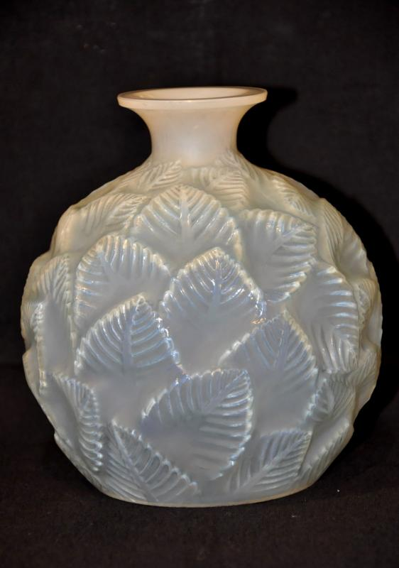 René LALIQUE OPALESCENT GLASS VASE ORMEAUX Art Deco 1926, More Informations...