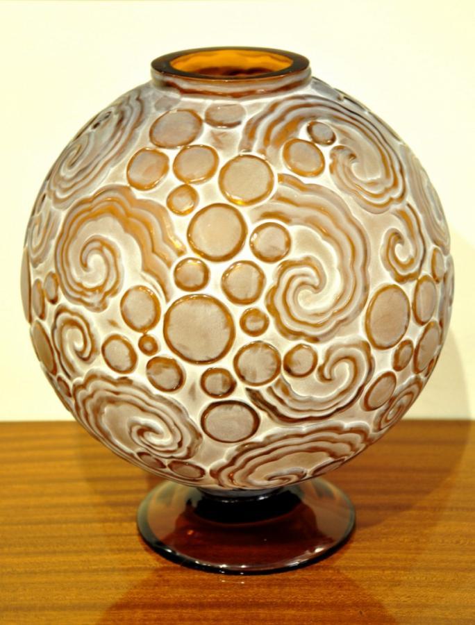 Sabino Vase Model Les Volutes Amber Color Patina Art Deco 1927 , More Informations...