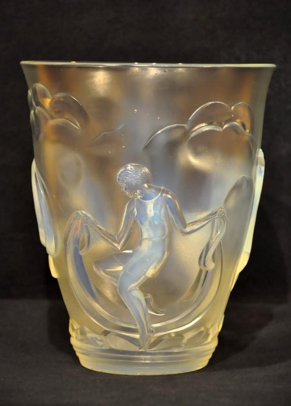 VERLYS OPALESCENT GLASS VASE DANCERS ART DECO 1930, More Informations...