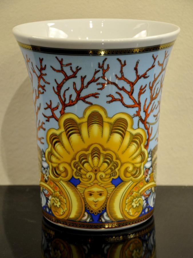 VERSACE & ROSENTHAL Vase Porcelain Les Trésors de la Mer , More Informations...