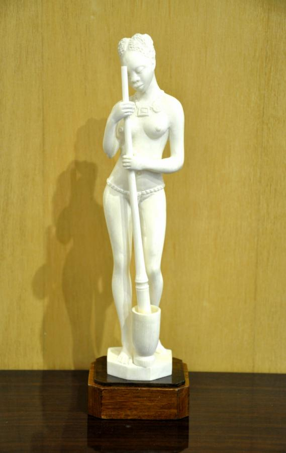 Ivory Statuette Art Deco Period 1930 , More Informations...