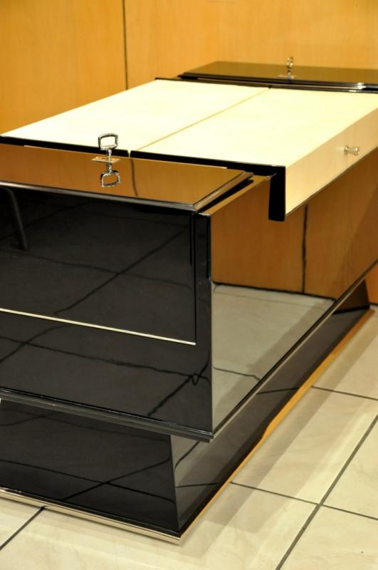 JACQUES ADNET BAR COFFEE TABLE  LACQUER PARCHMENT CIRCA 1940, More Informations...