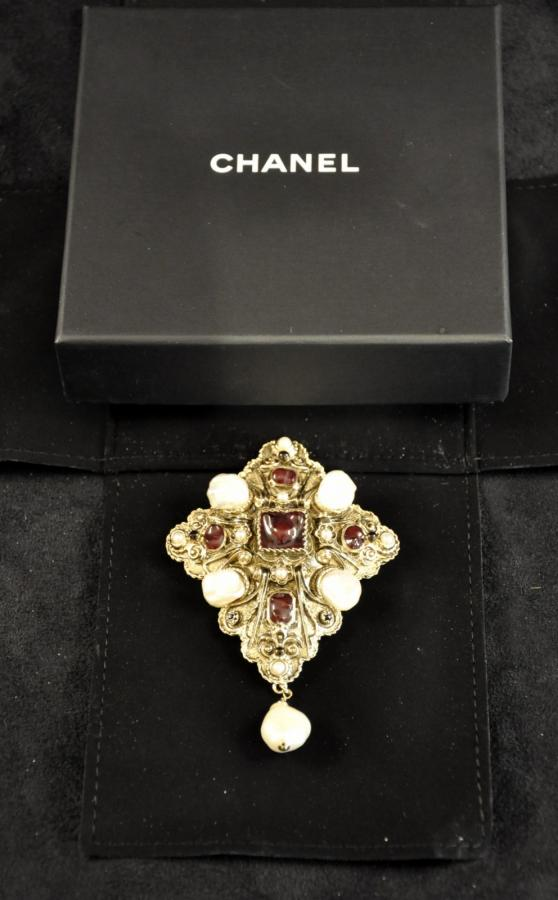 CHANEL BAROQUE BROOCH, More Informations...