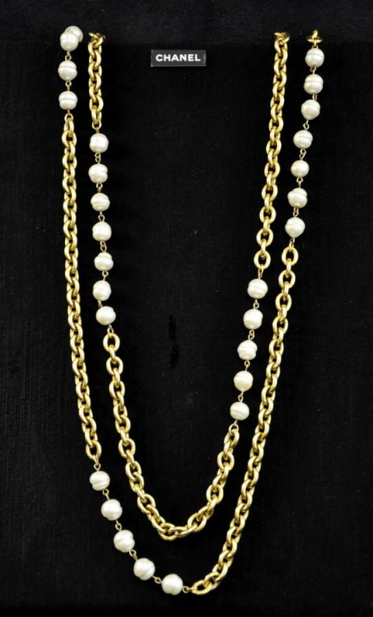 Chanel Paris Gold metal necklace & double-stranded baroque beads, More Informations...