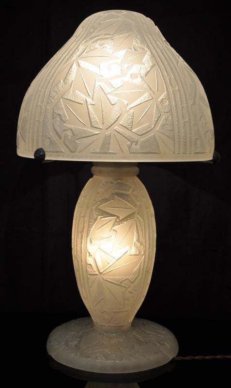 daum nancy france exceptional lamp art deco 1925 1930. Black Bedroom Furniture Sets. Home Design Ideas