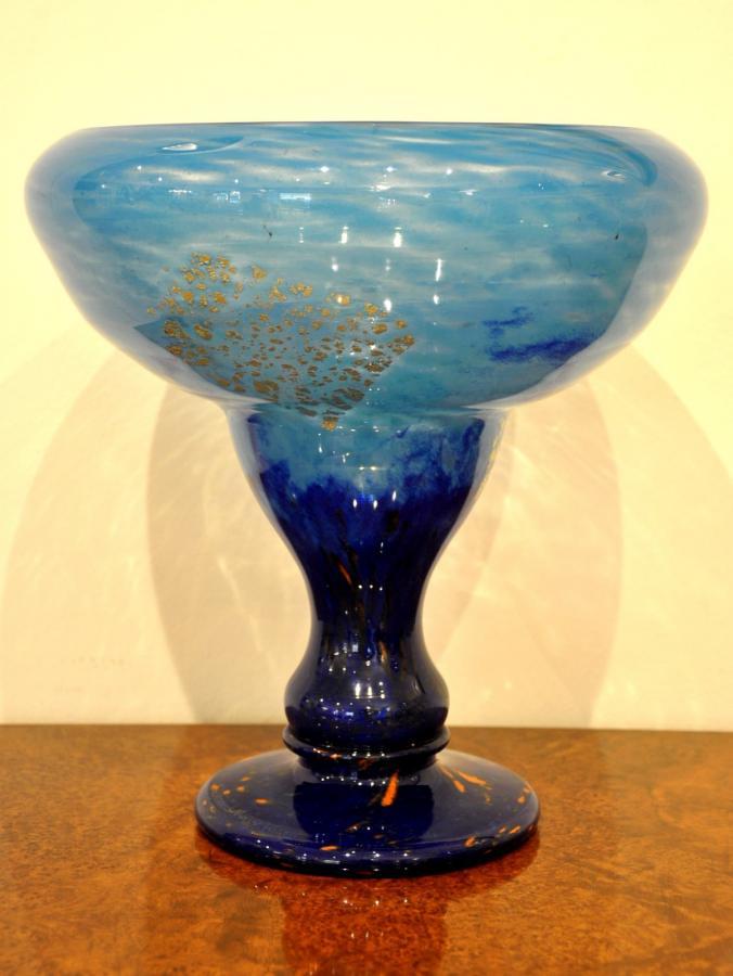 Daum Nancy Coupe Sur Pied Verre Multicouche Bleu Inclusion Or Art Déco 1925-1930, Plus d'infos...