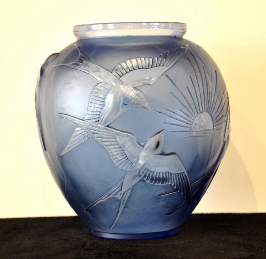 Sabino Vase Les Hirondelles En Verre Bleu Art Déco 1925 , Plus d'infos...